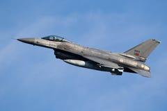 Реактивный самолет истребителя F-16 военновоздушной силы Португалии Стоковая Фотография RF