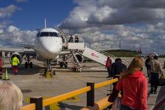 Реактивный самолет перед отклонением в авиапорте Парижа Стоковая Фотография