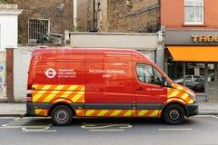 Реакция случая соединяет красный фургон припаркованный на улице Лондона Стоковая Фотография