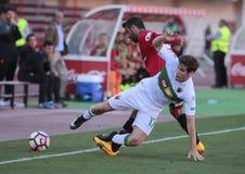 Реальное давление игрока Mallorcas над полузащитником Santanders Стоковое Изображение RF