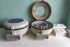 Реальное медицинское оборудование для анализа крови стоковое изображение