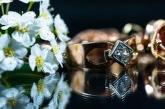 Реальные кольца золота с диамантами Стоковые Изображения RF