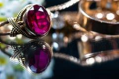 Реальные кольца золота с диамантами Стоковая Фотография