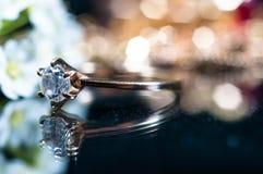 Реальные кольца золота с диамантами Стоковые Фотографии RF