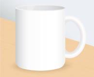 Реалистическая белая кофейная чашка на деревянном столе также вектор иллюстрации притяжки corel Стоковые Фотографии RF