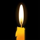 Реалистическая свеча горения на черной предпосылке также вектор иллюстрации притяжки corel Стоковые Фото