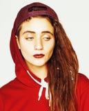 Реальная кавказская женщина с стилем причёсок смешным жизнерадостным fa dreadlocks Стоковое фото RF