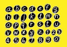 Реальная нарисованная рука помечает буквами шрифт написанный с ручкой Стоковое Фото