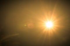 Реальное Солнце на времени захода солнца с влиянием пирофакела Стоковая Фотография RF