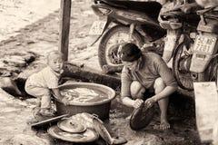 Реальные люди в Вьетнаме, в черно-белом Стоковая Фотография RF