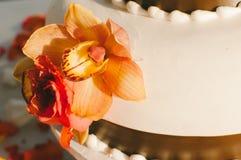 Реальный свадебный пирог цветка Стоковые Изображения