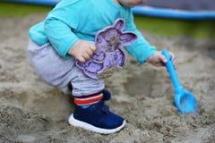 Ребенк в ящике с песком Стоковое Изображение RF