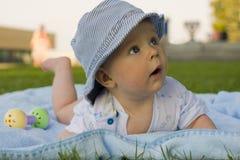 Ребенк лежит на tummy Стоковое Изображение RF