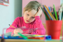 Ребенк изучая дома Стоковое Изображение