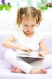 Ребенк используя планшет Стоковое фото RF