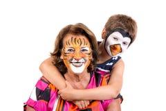 Ребенк и бабушка со сторон-краской стоковое фото rf