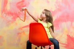 Ребенк или ребёнок в футболке и стеклах лета Стоковые Изображения