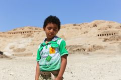 ребенк на виске karnak - Египта стоковые фотографии rf