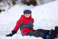 Ребенк на зиме стоковая фотография rf
