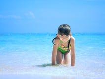 Ребенк на пляже Стоковые Фото