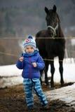 Ребенк перед стержнем Стоковое Изображение
