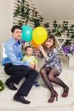Ребенк при родители празднуя день рождения Стоковое Изображение