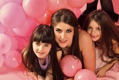 Ребенк стороны для обложки журнала Девушка ягнится портрет стороны в ваше advertisnent День рождения, счастье, детство Стоковая Фотография RF