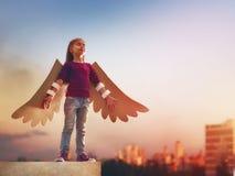Ребенк с крылами птицы Стоковое Фото