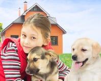 Ребенк с собаками Стоковая Фотография