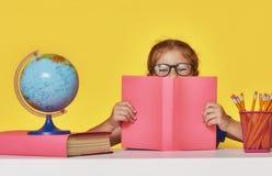 Ребенк учит в классе Стоковые Изображения