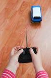ребенок автомобиля играя игрушку Стоковое Изображение RF
