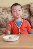 ребенок Азии ест стоковая фотография rf