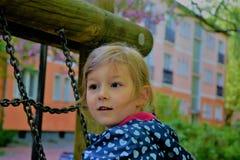 Ребенок взбираясь на спортивной площадке Стоковые Изображения RF