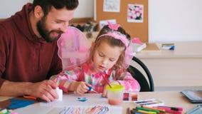 Ребенок воспитательницы детского сада искусства handmade стоковая фотография rf
