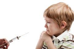 ребенок впрыскивая шприц Стоковое Фото