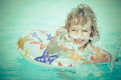 Ребенок в бассейне Стоковые Фото