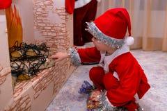 Ребенок в костюме гнома рождества Стоковое Изображение