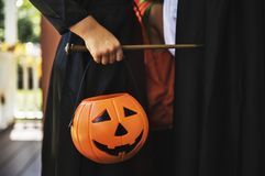Ребенок в костюме хеллоуина стоковые фотографии rf