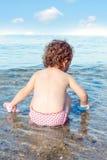 Ребенок в море Стоковое Фото