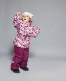 Ребенок в одеждах зимы Стоковые Изображения RF