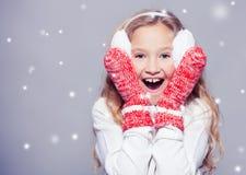 Ребенок в одеждах зимы Стоковое Изображение RF