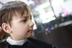 Ребенок в парикмахерскае Стоковое фото RF