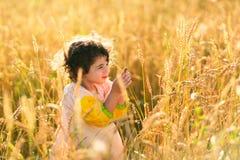 Ребенок в поле пшеницы Стоковые Изображения