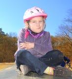 Ребенок в шлеме велосипеда. Стоковая Фотография RF