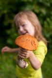 ребенок дает mashroom Стоковые Изображения