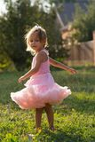 Ребенок девушки на улице Стоковое фото RF