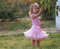 Ребенок девушки на улице Стоковая Фотография