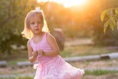 Ребенок девушки на улице Стоковые Фото