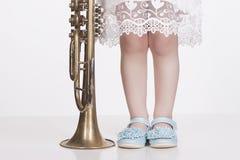 Ребенок девушка меньший trumpet Стоковые Фотографии RF