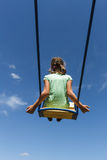 Ребенок девушки на качании против неба Стоковая Фотография